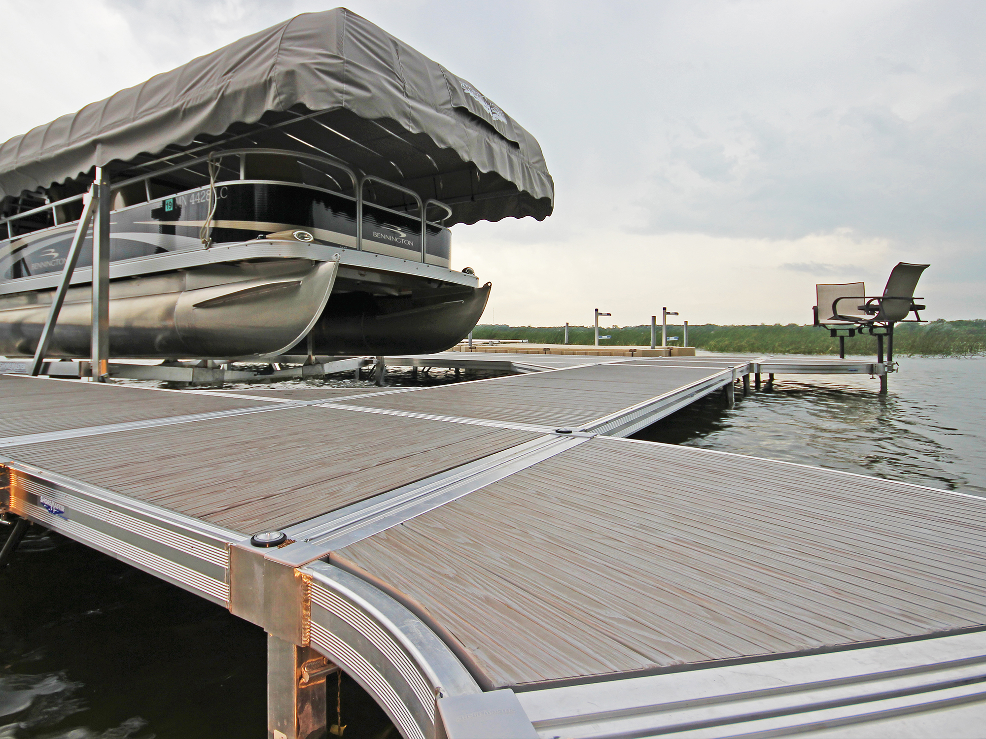 ShoreMaster Infintiy RS4 Dock with Gray Woodgain Decking and Curve Dock, Vertical Lift, Furniture