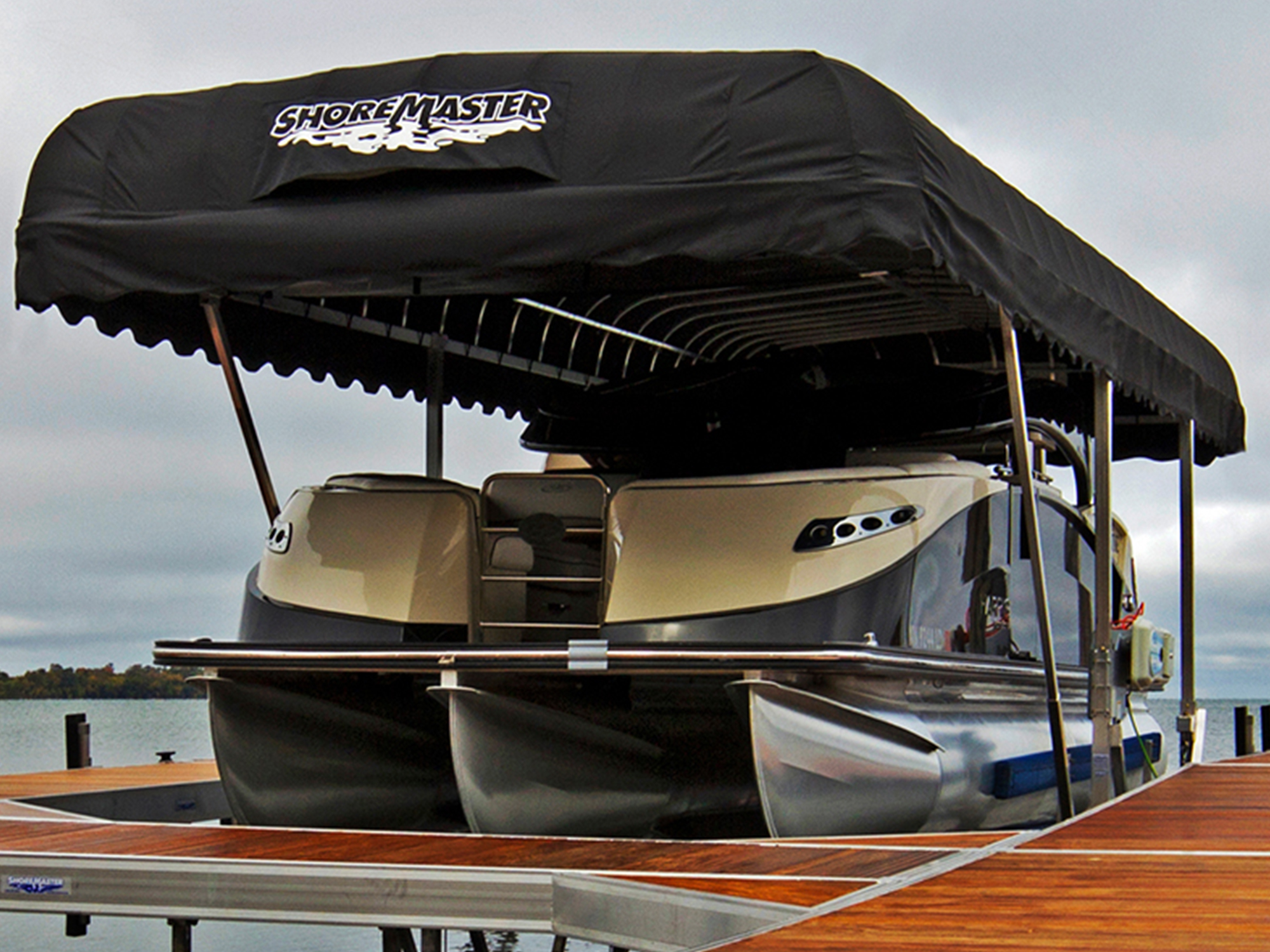 ShoreMaster Infinity RS7 with IPE Decking and Vertical Lift with Black Canopy