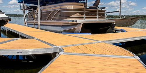 ShoreMaster Infinity RS4 with curve dock with Woodgrain Decking